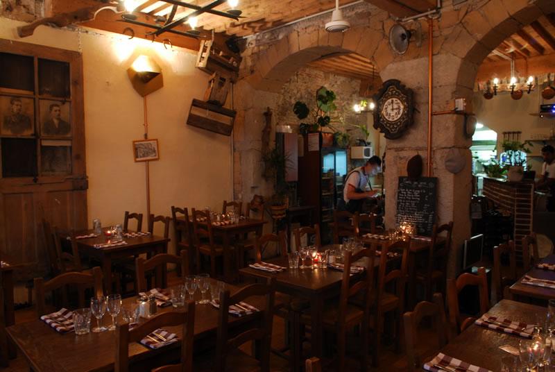 A La Traboule Restaurant Lyon
